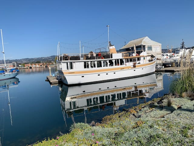Classic Remodeled Yacht-Serendipity's State Room