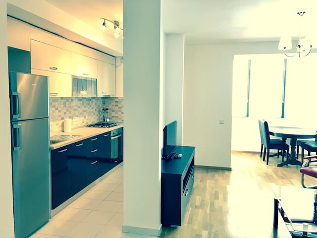 18th Floor SKY 2 Bedroom APARTMENT Monaco Towers! - București