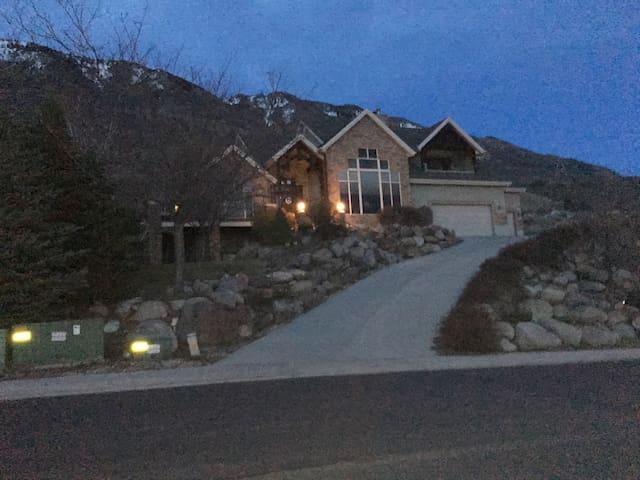 Rustic Mountain Home. Private and convenient. - Cedar Hills - Hus