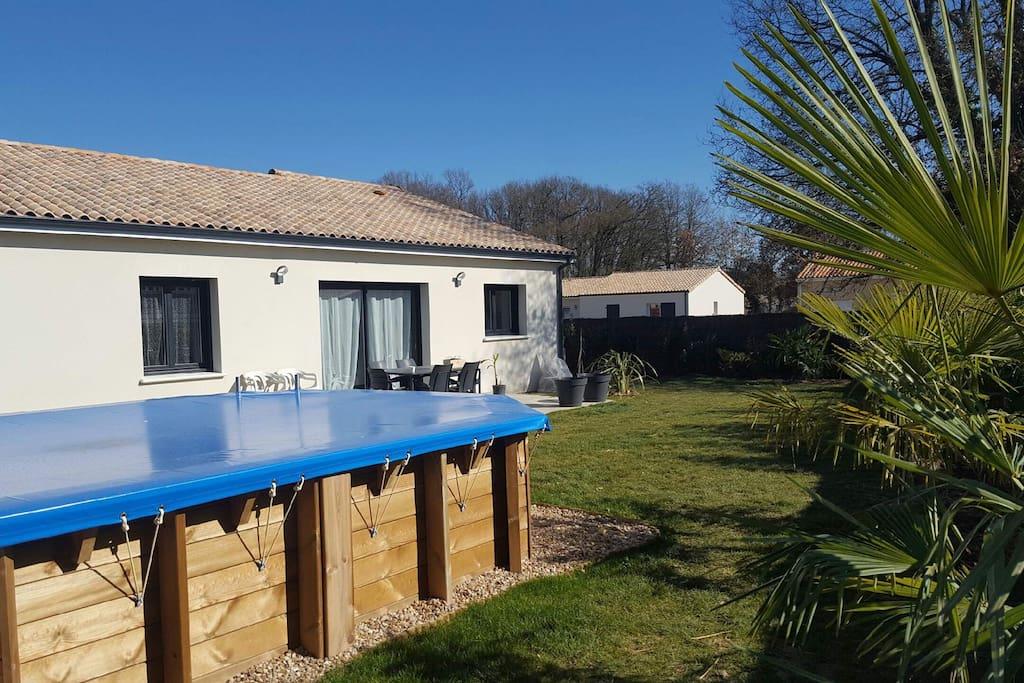 Agr able maison neuve avec piscine huizen te huur in for Piscine chauvigny