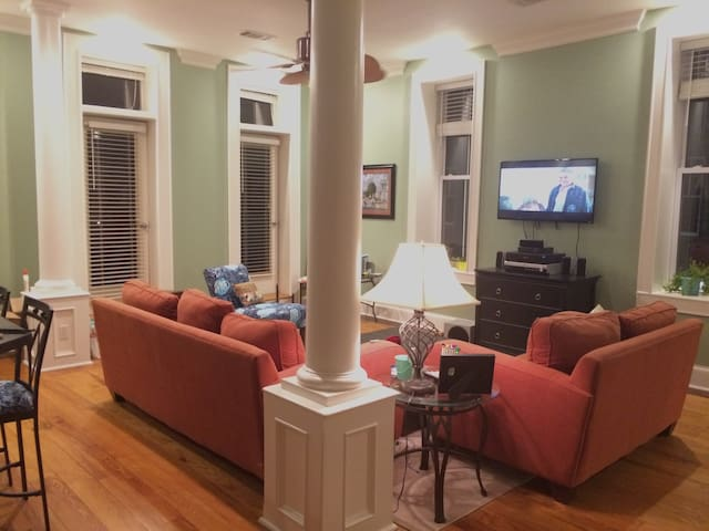 Spacious Downtown Apartment - Searcy - アパート