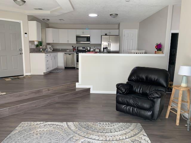 Modern, minimalist home in Rio Rancho