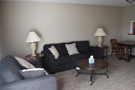 South Kansas City Condo, 2 bed/1.5bath,basement - Kansas City - Appartement