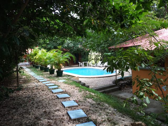 Hotel Cabinas La Playa - Casita Avellanas #1