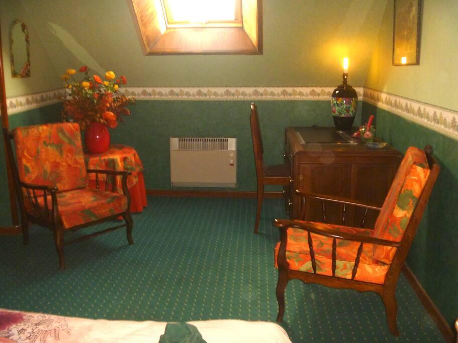 La chambre verte dans ma maison avec jardin maisons louer mondoubleau centre val de loire for La chambre verte truffaut analyse