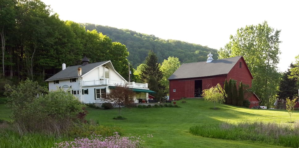 Hudson Valley Country Escape