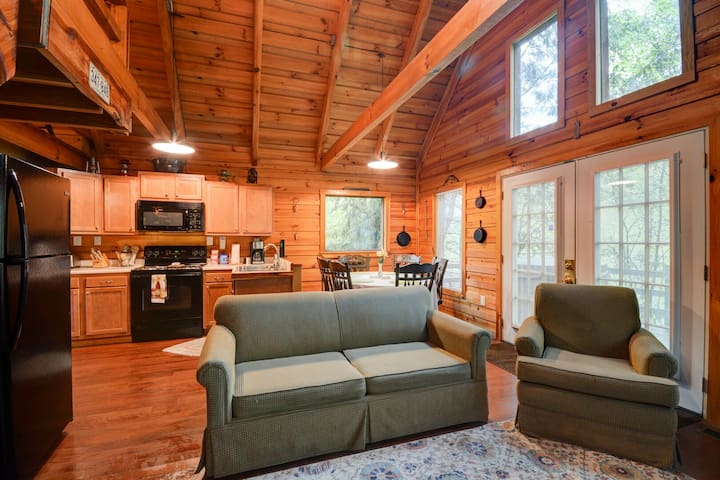 Hidden Chalet - Wooded Hillside Cabin in Red River Gorge - Hot tub, WiFi, Arcade