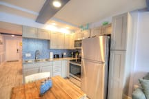 Upgraded kitchen with stainless steel appliances!