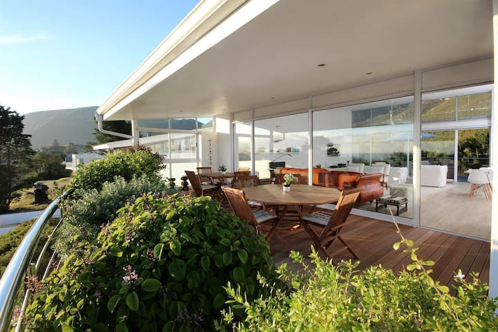 Hermanus Luxury Mountain & Seaview Holiday Home