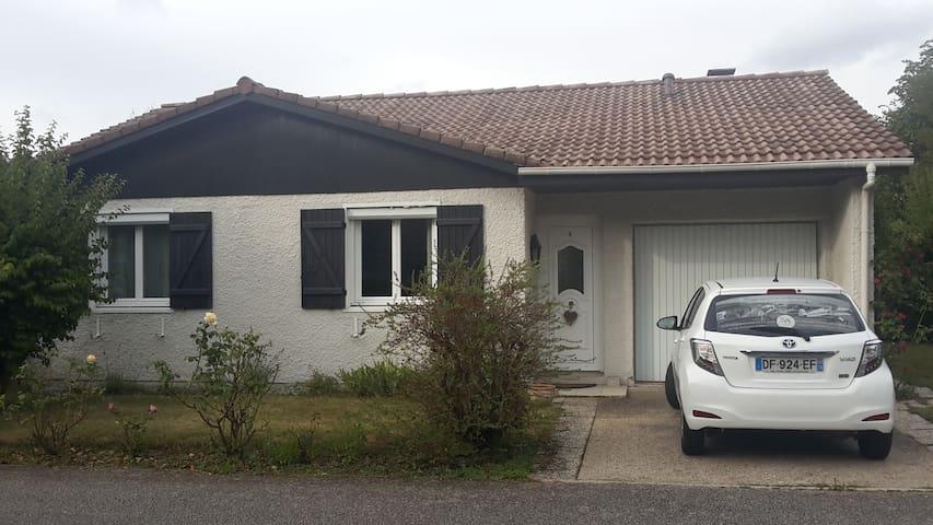 Chambre dans quartier calme - Bonsecours - Huis