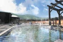 Huge foot bath in Jyouzankei Hot Springs.