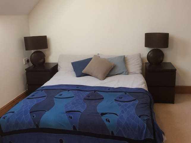 Large bright double room & en-suite near Hitchin