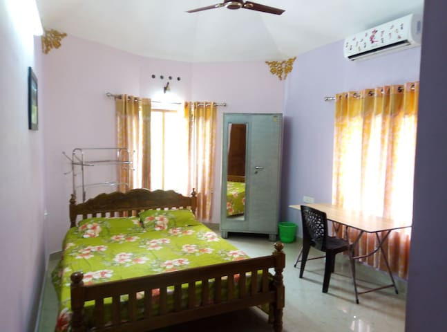 Grand Home Stay A/c Room  Thiruvalla, Kunnamthanam