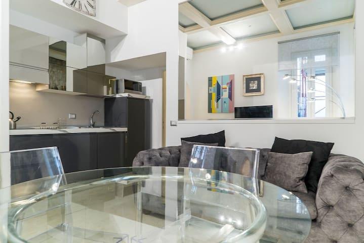 FONTANA DI TREVI bright suite