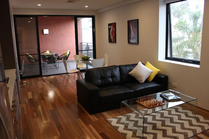 Café Strip Apartment near the Perth CBD