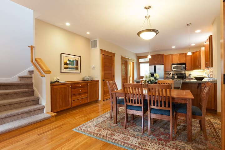 Columbia West - Town house on the West end of town, high quality workmanship!