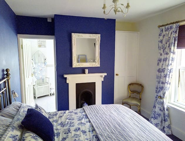 Summerwind Guesthouse Blue Room
