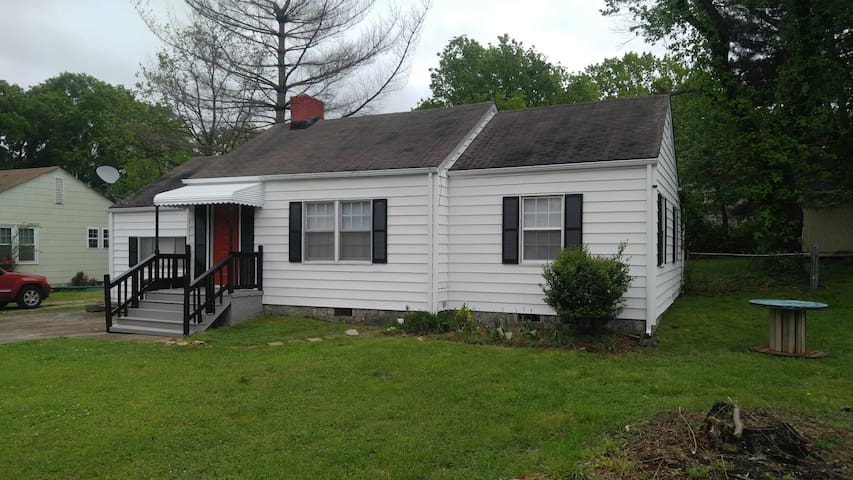 Nice 3BR/1BA Whole Home 10 Minutes to Downtown