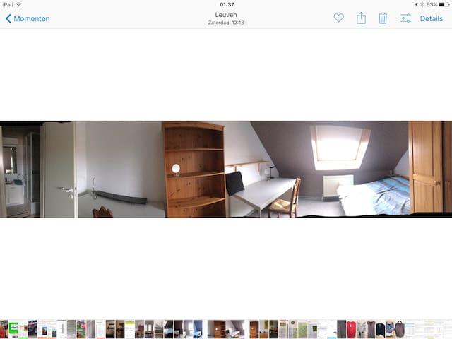 Slaapkamer/bureau voor 2 personen/2kleerkasten en toegang tot eigen badkamer