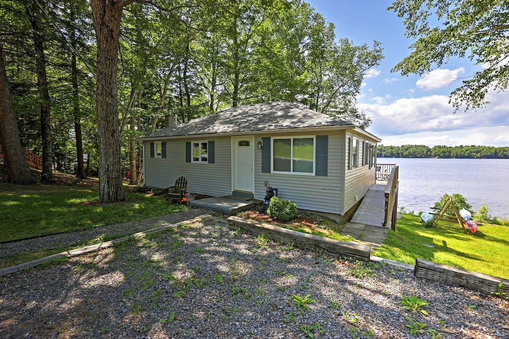 Updated 3br maranacook lake cabin w hot tub houses for for Cabin rentals in maine with hot tub
