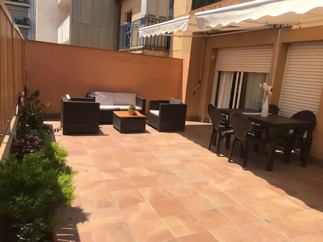 Apartamento con gran terraza junto a la playa