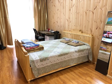 City center 3 rooms with natural wooden decoration