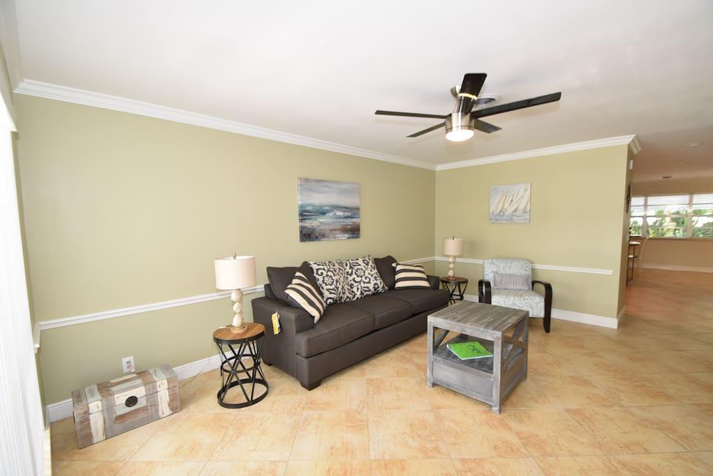 Living room with sleeper sofa (queen)