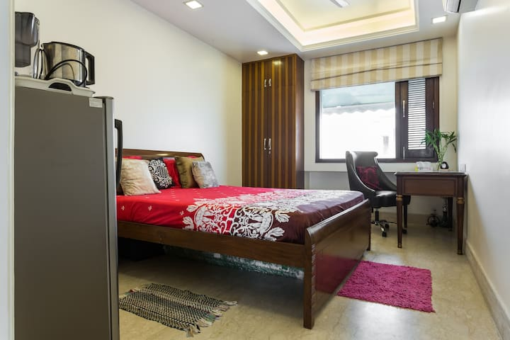 Sunny South Delhi Studio FREE WiFi - New Delhi  - Apartament