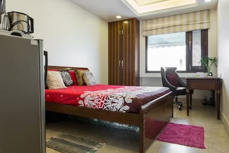 Sunny South Delhi Studio FREE WiFi - New Delhi