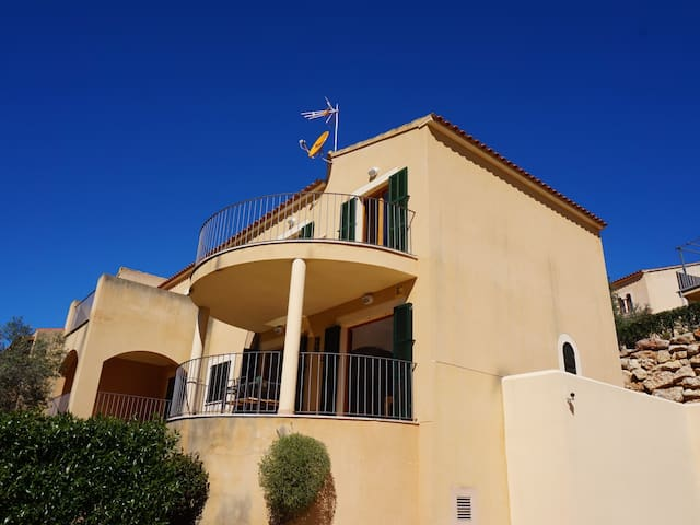 M&M House - House with pool next to the beach in Cala Romantica, FREE WIFI