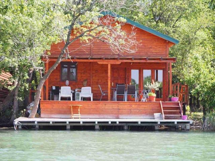 Olga - Cozy River Retreat