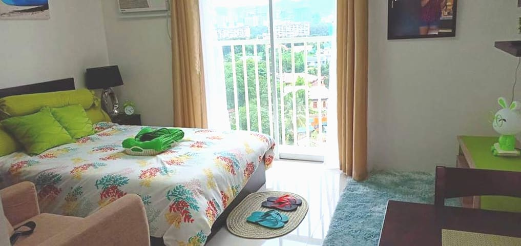 Homey Studio w/ WIFI near SM & Ayala