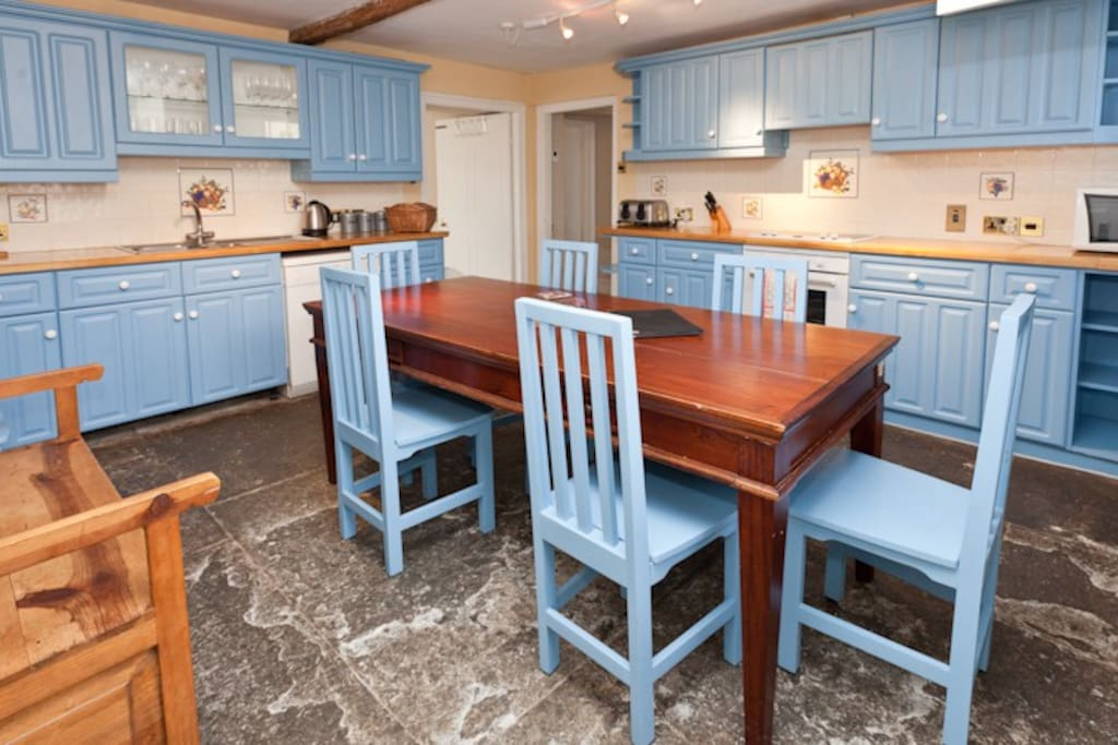 Fully furnished family kitchen