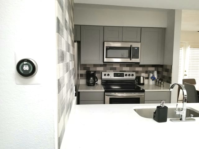 New Apartment , Pool , SMU & North Park Mall W/D p