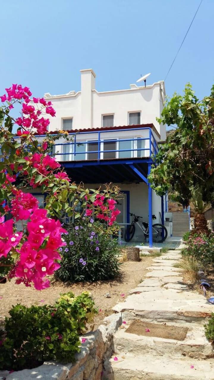 Mandalya'da, huzurlu, deniz gören balkonlu 2+1 ev