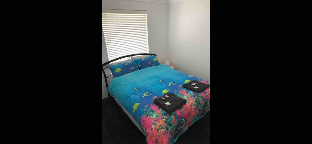 Harrisdale Private Queen Room / Breakfast Included