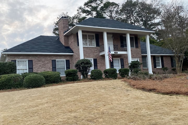 4 BD 3 BA 2,600+ sq ft, A HOME AWAY FROM HOME