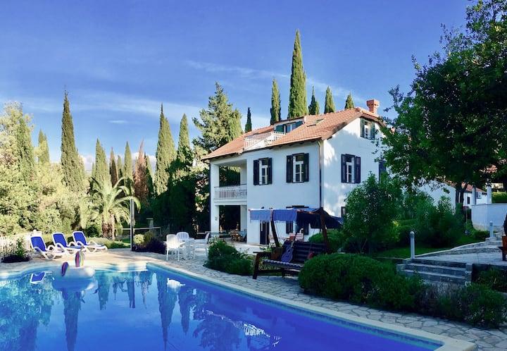 Beautiful Private Family Villa. Pool, Garden Games