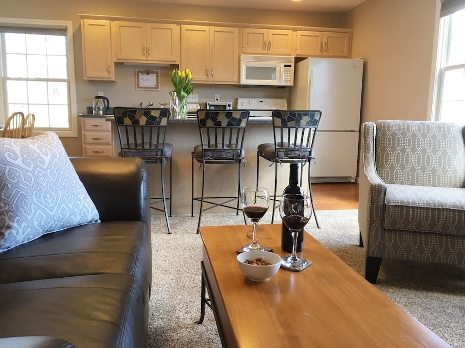 lighthouse point carriage house guesthouses for rent in new london connecticut united states. Black Bedroom Furniture Sets. Home Design Ideas
