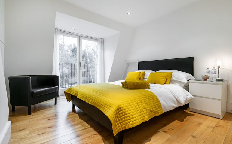 Beautiful room with balcony - central Muswell Hill