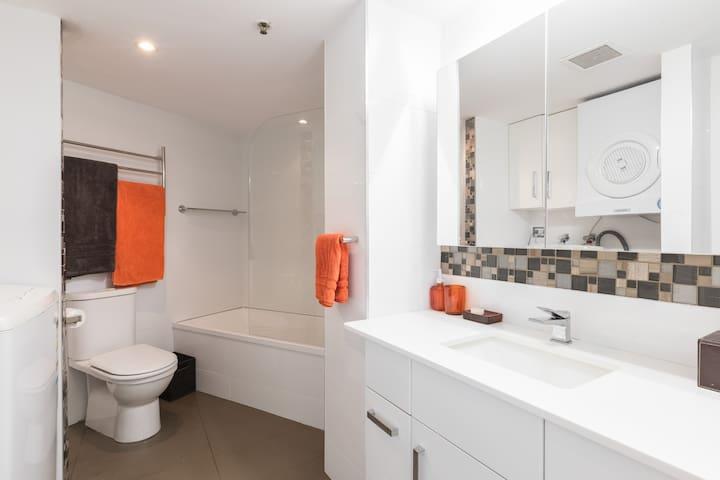 UNINTERRUPTED 180' OCEAN VIEWS ABSOLUTE BEACHFRONT - Coolangatta - Apartament
