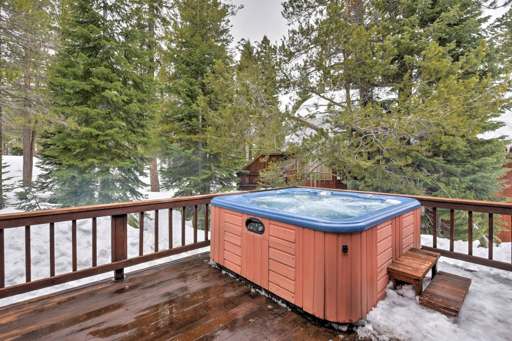 Relax your muscles after a day on the slopes in the jacuzzi.