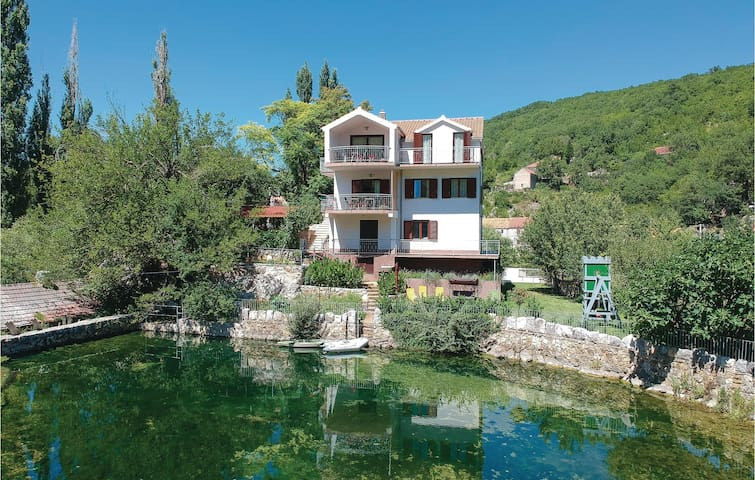 Holiday cottage with 4 bedrooms on 141m² in Grab
