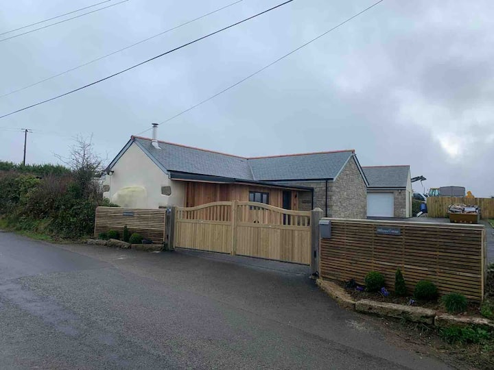 Lovely cottage in leedstown 4 miles to Hayle beach