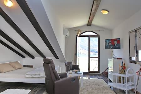 Studio Apartment With See View - Kotor