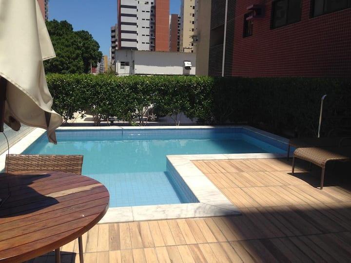Lindo Ap. Ponta Verde, piscina, 2/4, 2 banheiros.