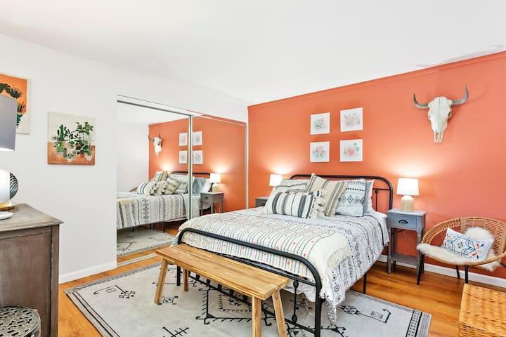 Second bedroom, queen size bed, comfortable mattress