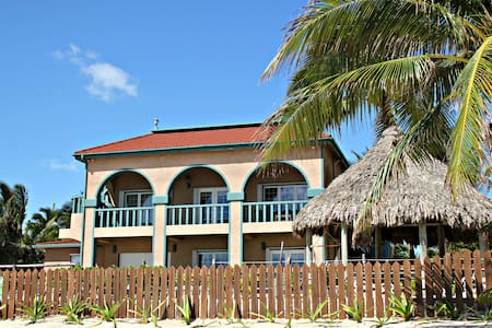 Beachfront Home with Rooftop Pool - San Pedro - Villa