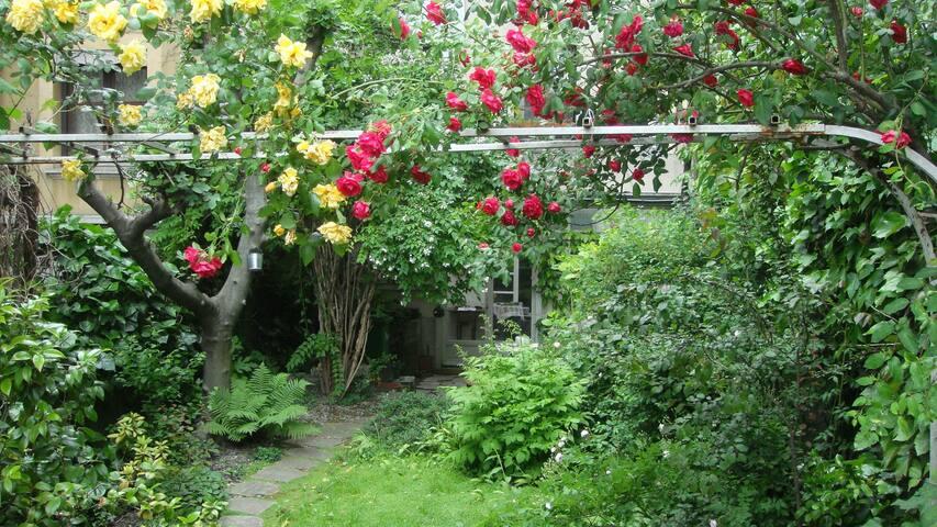 Maison et jardin sur le quai de l'Isère