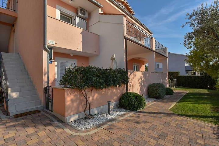 2-bedrooms apartm. close to the sea